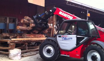 Manitou MT 732 with grapple