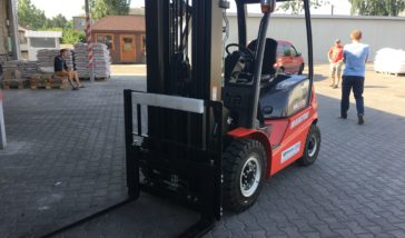 Supply of the first masted forklift